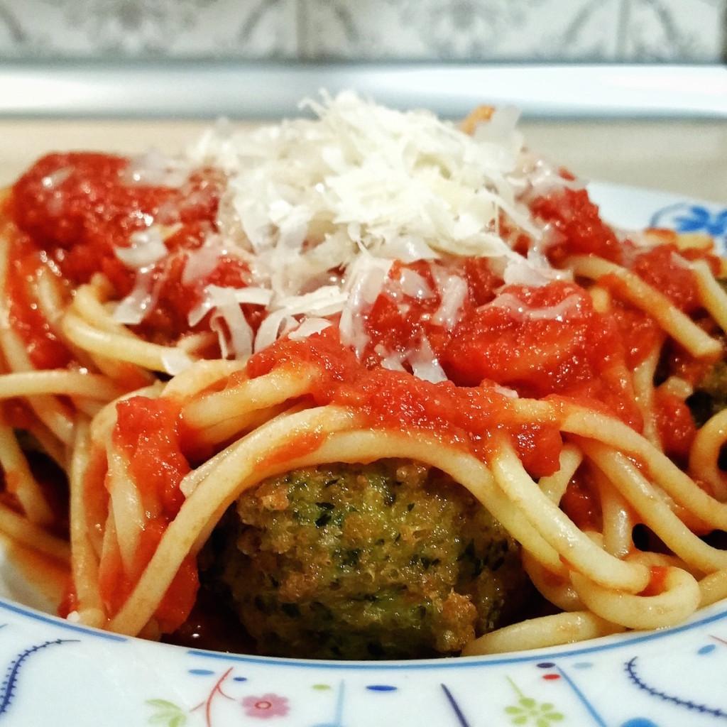 Spaghetti con le polpette di uova